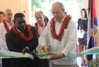 Prime Minister Gordon Darcy Lilo and Mr Diaz cutting the ribbon to open the Cuba Embassy. Photo credit: Robert Iroga.