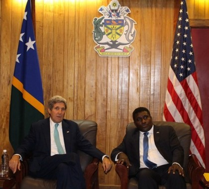 PM and Secretary Kerry speaking on issues of mutual interest. Photo credit: PMO.