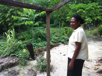 Edith Dagi from Area 4 shows a rebuilt food garden. Photo credit: UNDP.