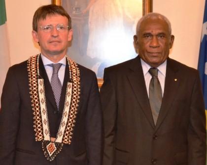 Ambassador Pier Francesco Zazo and Sir Frank Kabui at Government House. Photo credit: GCU.