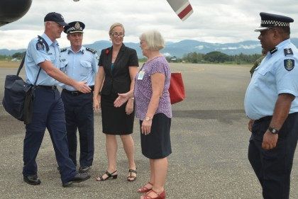 The New Zealand Police contingent commander meets the RAMSI PPF Commander, Greg Harrigan, RAMSI Special Coordinator, Justine Braithwaite; New Zealand High Commissioner, Marion Crawshaw and  RSIPF's David Diosi at Honiara Henderson International airport. (Photo by RAMSI Public Affairs)
