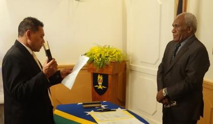 Honourable Peter Shanel Agovaka taking his Oath of Office before Sir Frank Ofagioro Kabui. SIBC.