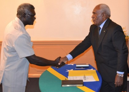 Sir Frank congratulates Prime Minister Sogavare after his swearing-in ceremony at Government House today. Photo credit: GCU.