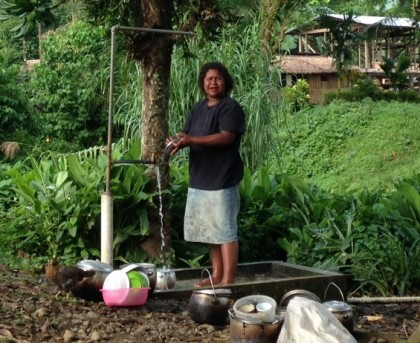 Woman washing dishes, using one of the 21 standpipes installed in Kolosori Community. Photo credit: EU Honiara Office.