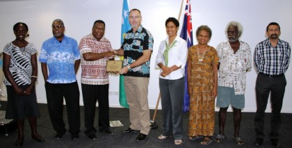 CBSI Financial Inclusion Task-force members with Australian High Commissioner Andrew Byrne and the award. Photo credit: Rosalie Nongebatu.