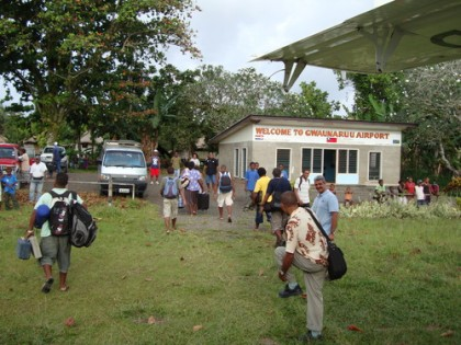 Disembarking passengers at Gwaunaru'u airports when it was still open. Photo credit: sb.geoview.info
