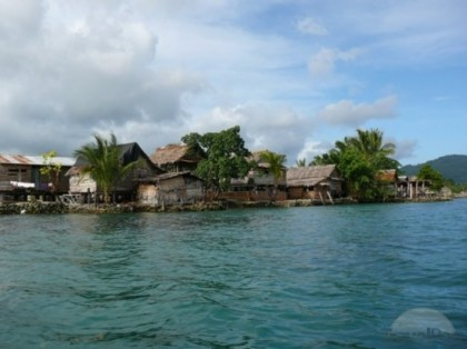Homes on an artificial island at Ata'a. Photo credit: tripwow.tripadvisor.com