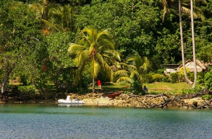 A village on Mono island. Photo credit: screensaver49.wordpress.com