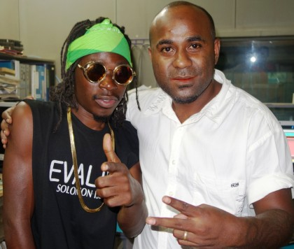 Papa Cidy posing with Wantok FM's Zeri Leni. Photo credit: SIBC