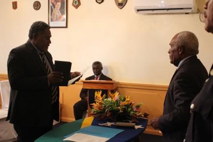 Samson Maneka taking his oath before Governor General Frank Kabui, observed by Prime Minister Sogavare. Photo credit: GCU.