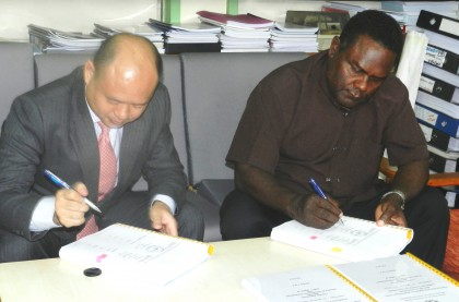 MID Permanent Secretary Moses Virivolomo and China Harbour Engineering Company-Solfish JV owner signing the contract. Photo credit: MID.