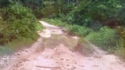A deteriorating stretch of road in North Malaita. Photo credit: SIBC.