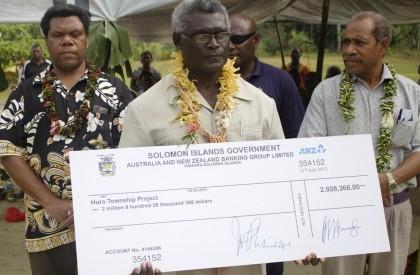 Prime Minister Manasseh Sogavare ready to present the cheque. Photo credit: GCU.