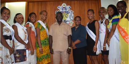 Prime Minister Manasseh Sogavare flanked by the Pageant contestants. Photo credit: OPMC.
