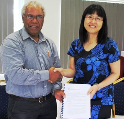 MAL PS Mr. Jimi Saelea and FAO Sub Regional Coordinator and FAO Representative for Solomon Islands Ms. Eriko Hibi. Photo credit: MAL.