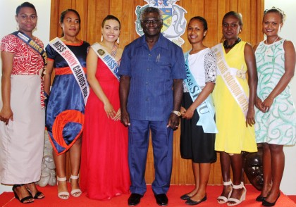 Prime Minister Manasseh Sogavare and the pageants. Photo credit: OPMC.