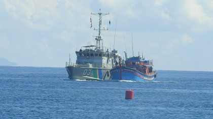 Police Patrol Boat 03 Lata escorting one of the Blue Boats to the Aola base (2)