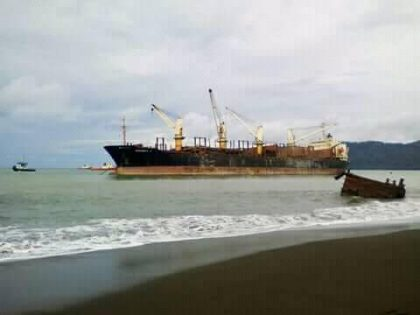Community says logging shipwreck causing oil spill, environmental damage in Makira