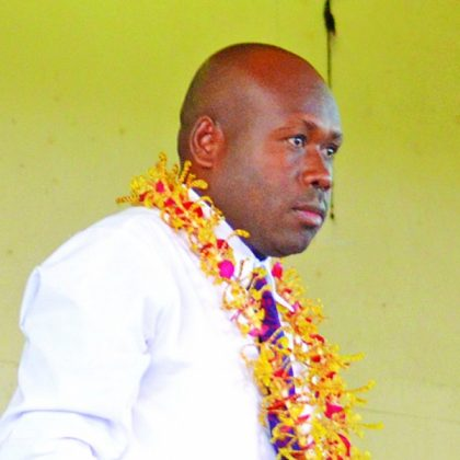 Veke sticks with Kadere party