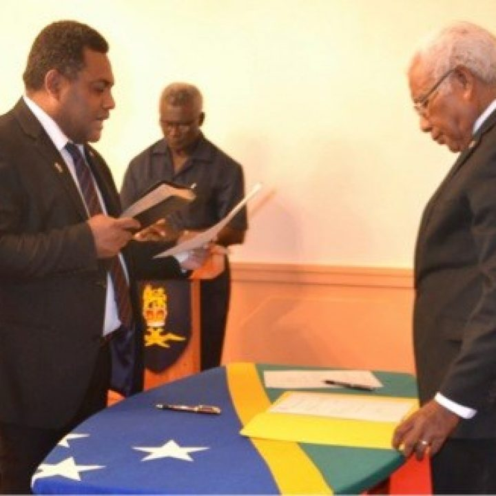 Two new ministers  sworn in to replace axed ministers